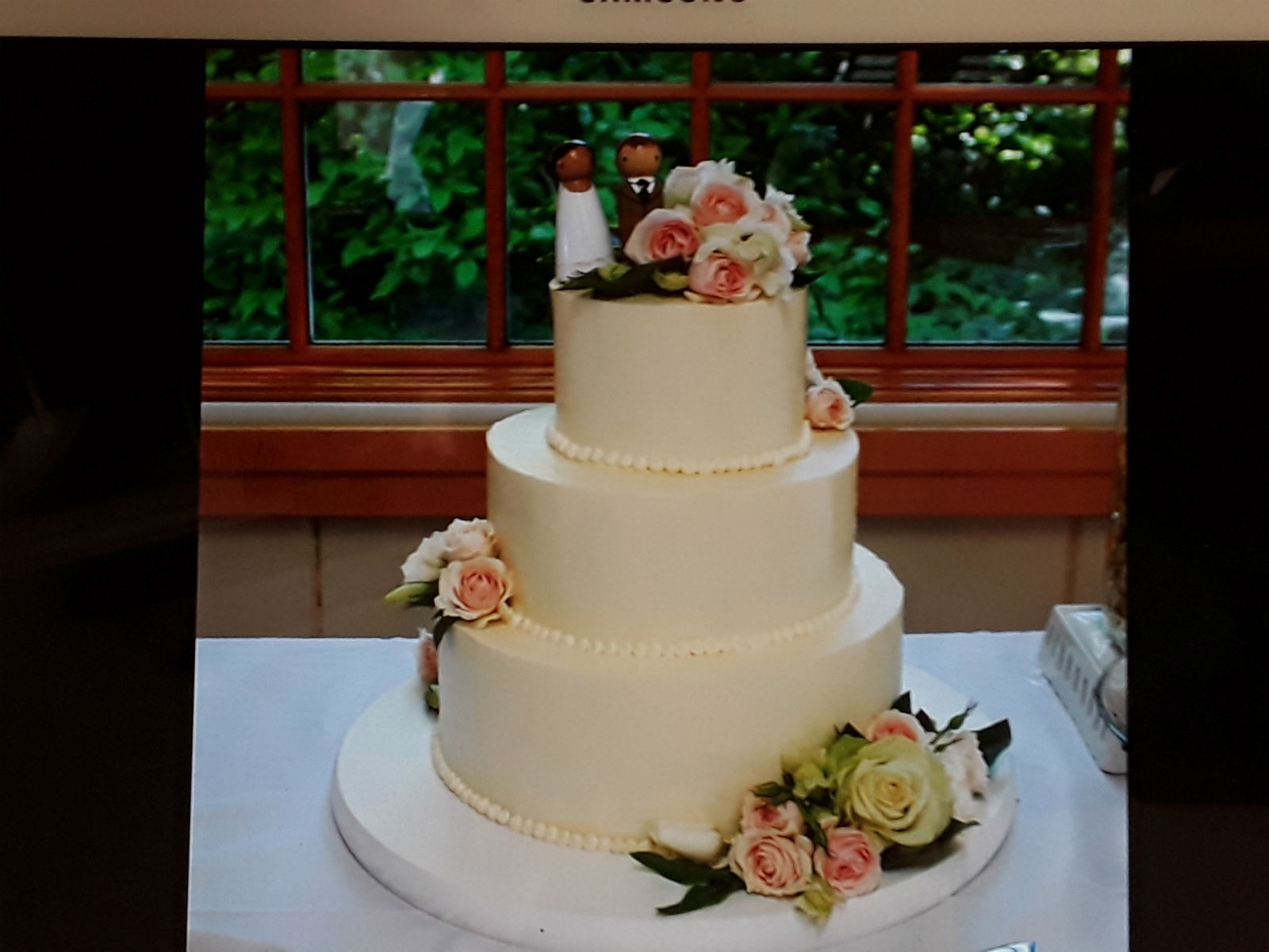 SmoothPearlWeddingCake